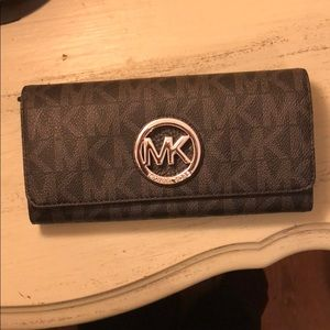 Michael Kors Fulton Signature Carryall Wallet